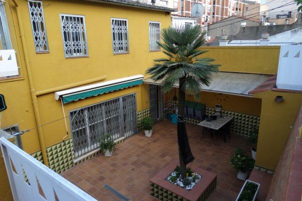 Ref.: 01225 – Casa de 5hab + pk con patio y terraza en Hostafrancs